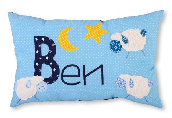 Namenskissen / Schafe aus Teddyplüsch, blau (Modell: Ben)