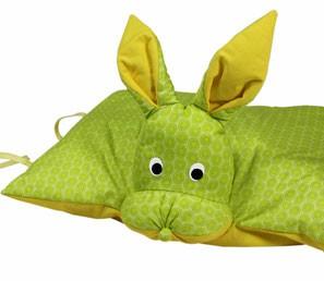 Kuscheltier / Kissen Hase grün-gelb