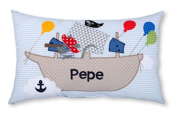 Namenskissen / Piratenschiff (Modell: Pepe)